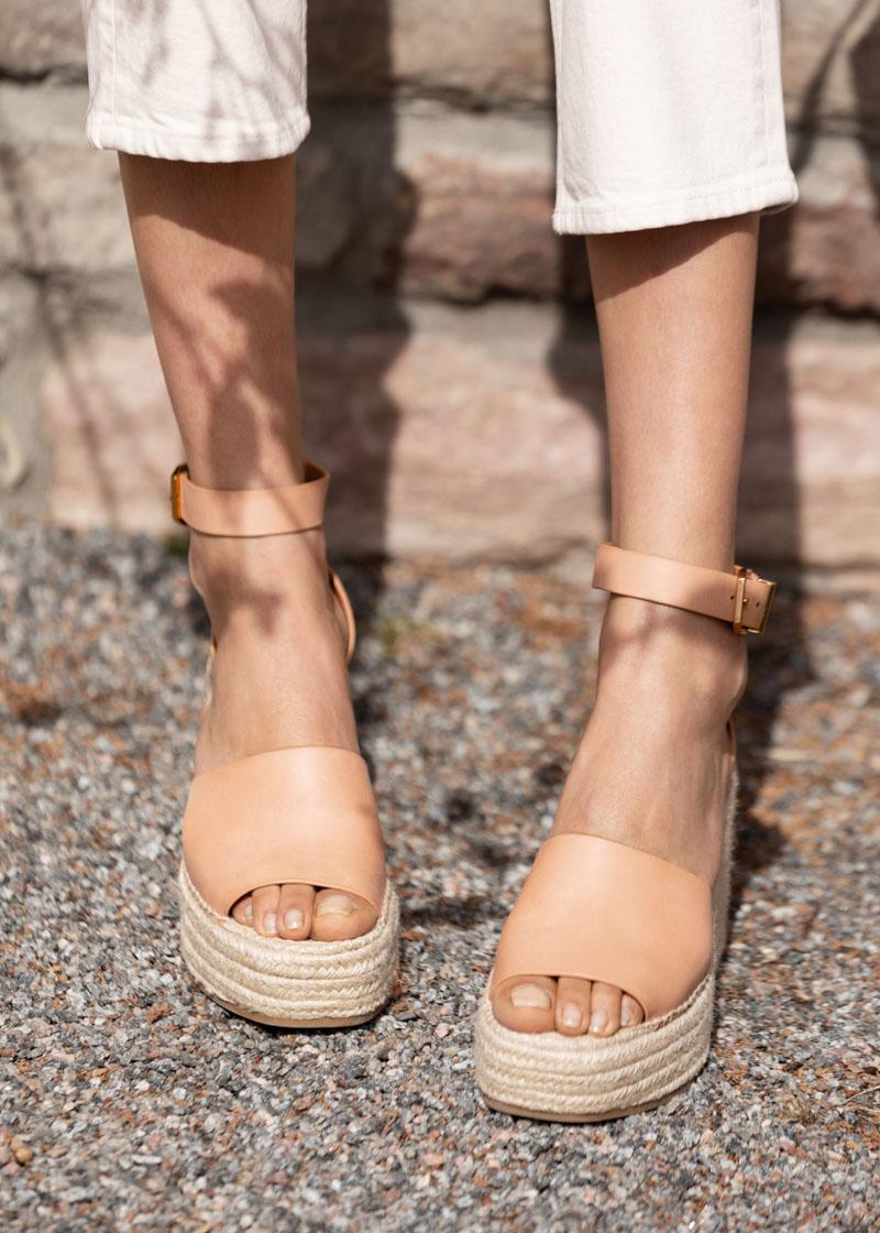 buy popular 499e1 8214d Square Toe Kitten Heel Sandals